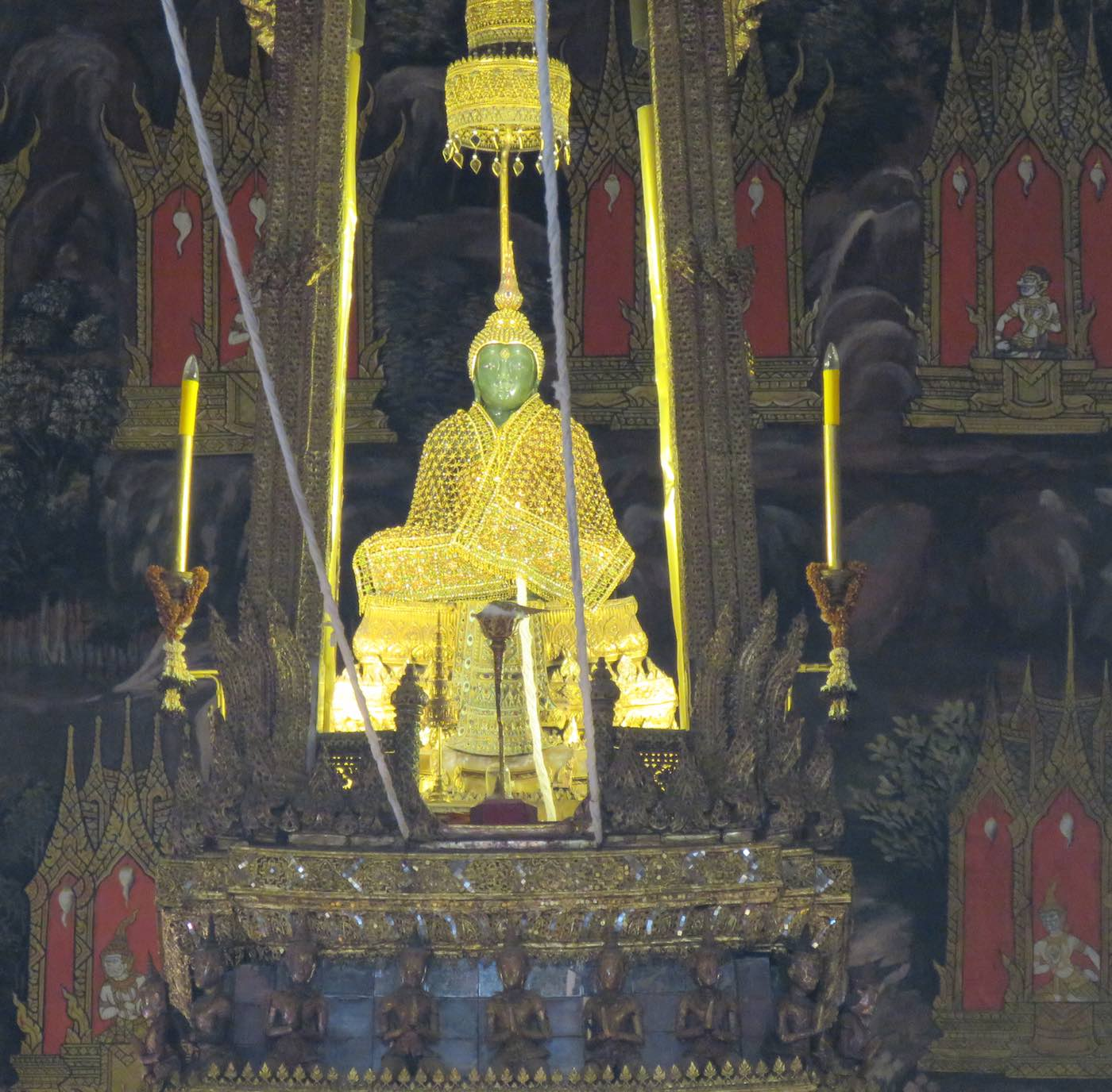 photo of the Emerald Buddha statue