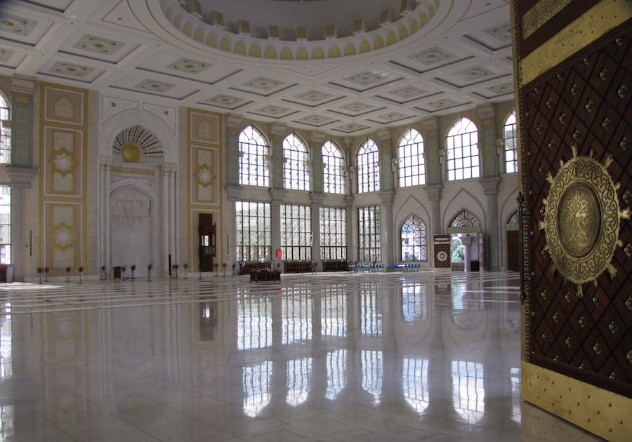 view of the prayer room on the Grand Mosque of Shadian