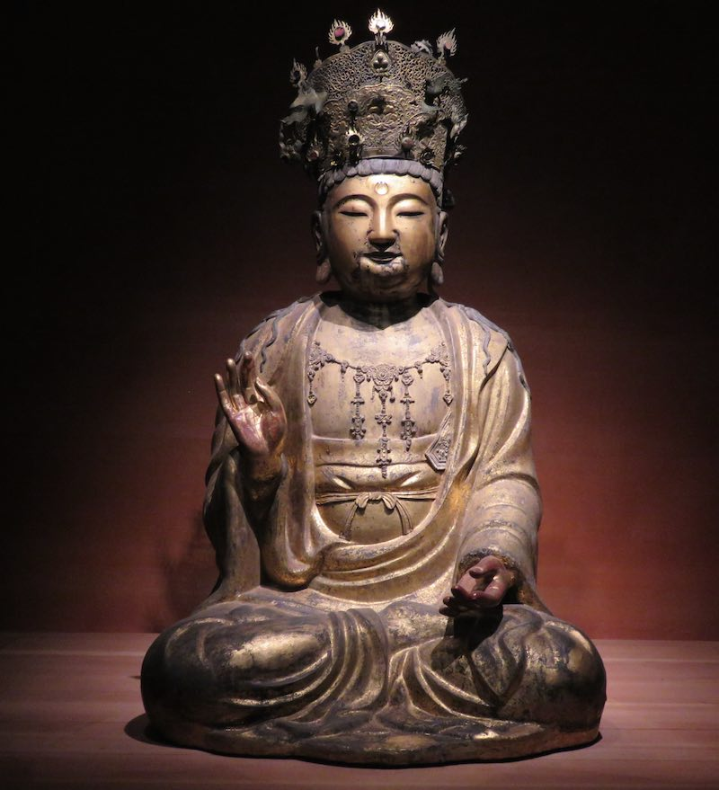 Buddha statue with fancy headdress