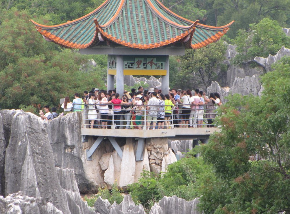 Pavillon crowded with tourists
